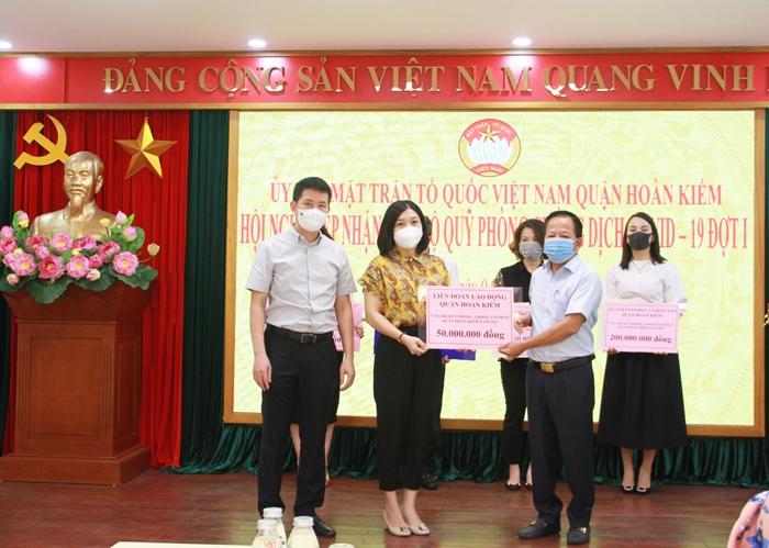 Quận Hoàn Kiếm tiếp nhận hơn 1,1 tỷ đồng ủng hộ Quỹ phòng, chống dịch Covid-19