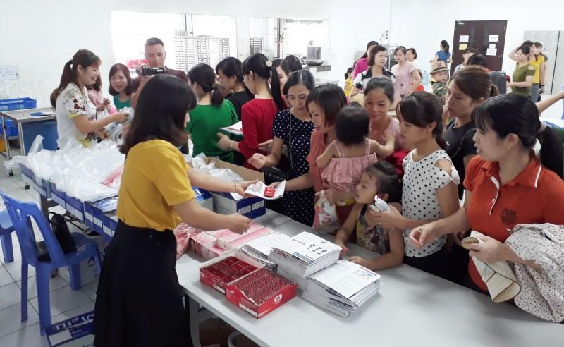 Người lao động đã được tiếp cận bao cao su và thuốc tránh thai ngay tại nhà máy