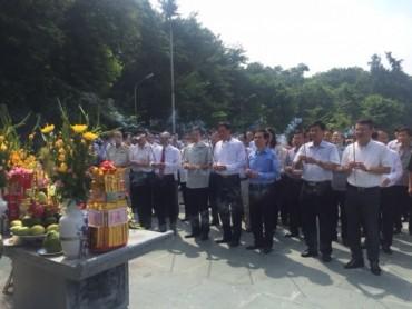 Dâng hương tưởng niệm ngày mất Hoàng đế Quang Trung