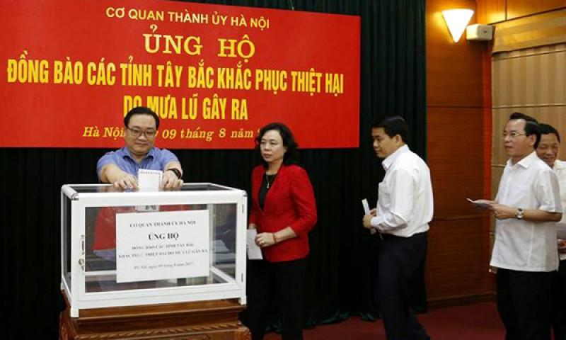 Thành ủy Hà Nội quyên góp ủng hộ đồng bào các tỉnh phía Bắc