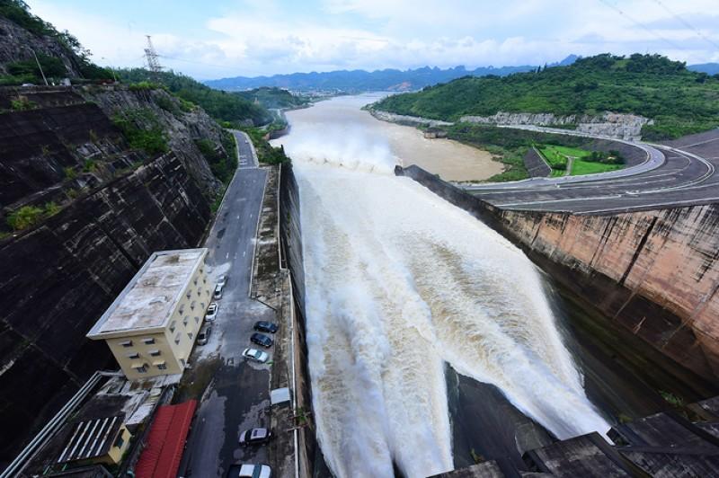 Xả đáy khẩn cấp hồ thủy điện Hòa Bình và Sơn La