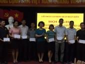 LĐLĐ quận Hoàn Kiếm trao quà cho con CNVCLĐ vượt khó  học giỏi