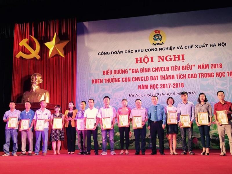 Biểu dương 67 gia đình CNVCLĐ tiêu biểu và 351 con CNVCLĐ học giỏi