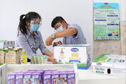Vinamilk triển khai chương trình hỗ trợ quà tặng để trợ giá mùa dịch lên đến gần 170 triệu đồng