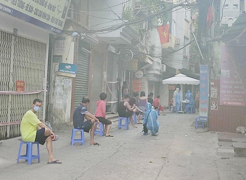 Quận Đống Đa: Lấy mẫu xét nghiệm Covid-19 cho gần 5.000 người dân ở phường Thổ Quan và Văn Chương