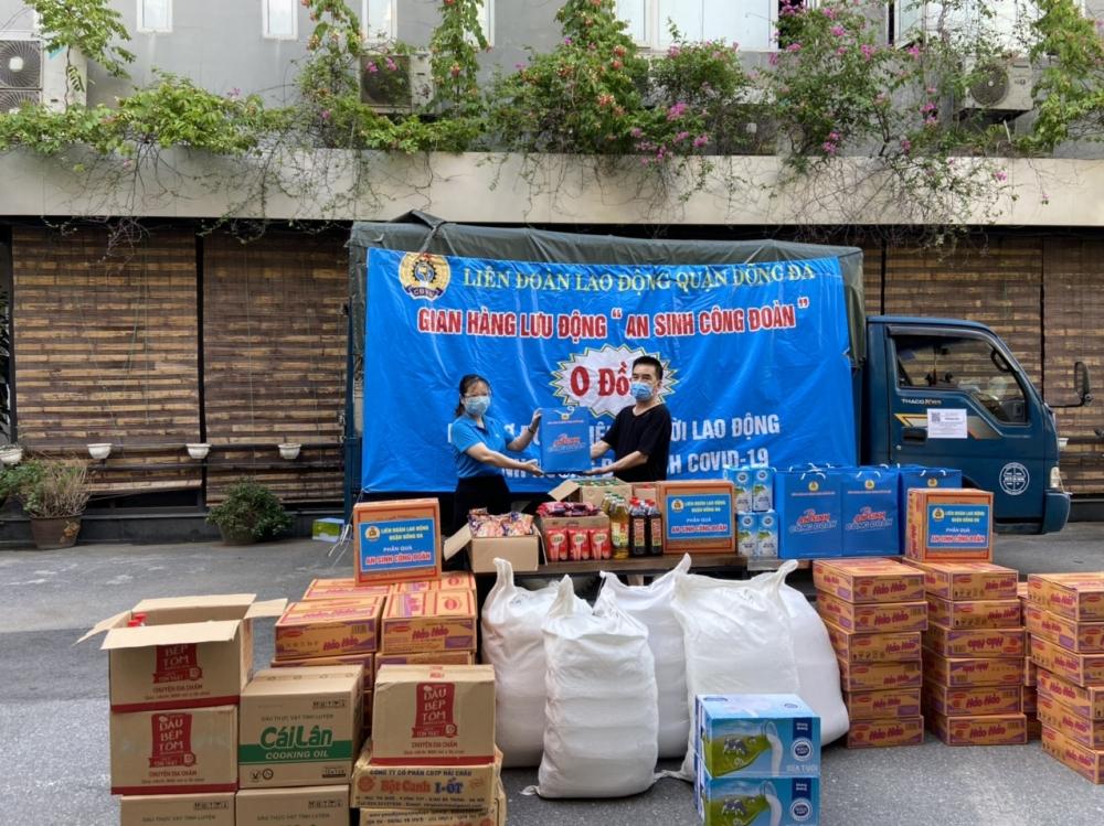 LĐLĐ quận Đống Đa tiếp tục trao hỗ trợ khẩn cấp đoàn viên, người lao động khó khăn
