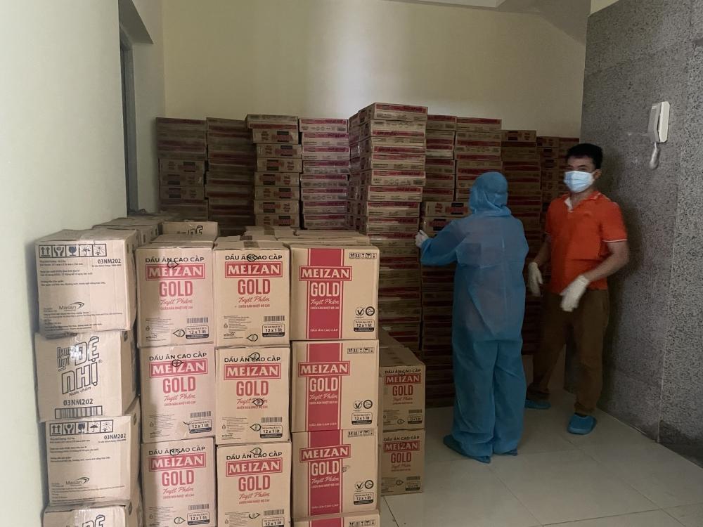 Quận Đống Đa tập kết 900 suất quà hỗ trợ các hộ dân phường Văn Miếu