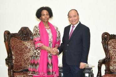 Thủ tướng tiếp Bộ trưởng Quan hệ quốc tế và Hợp tác Cộng hòa Nam Phi