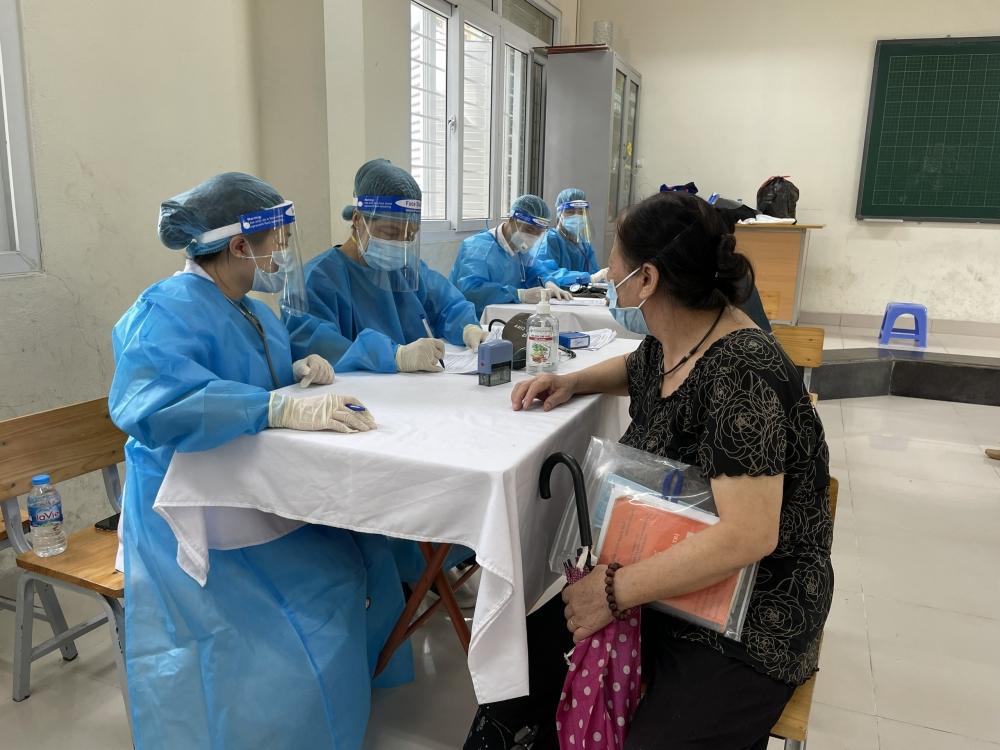 Đống Đa tiêm gần 86.000 liều vắc xin cho người dân trên địa bàn
