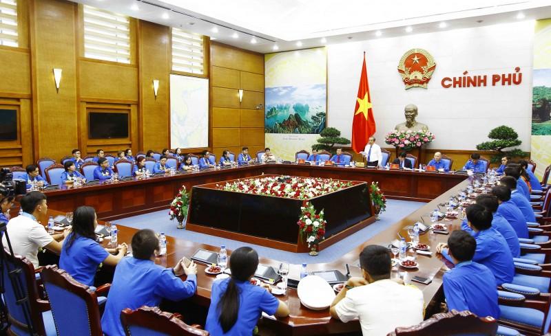 Phó Thủ tướng Trương Hòa Bình gặp mặt các cán bộ, công chức, viên chức trẻ giỏi