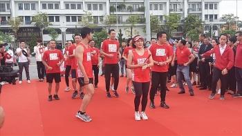 """Chạy tiếp sức """"Lên cùng Việt Nam"""" gây quỹ hỗ trợ người lao động ảnh hưởng dịch Covid -19"""