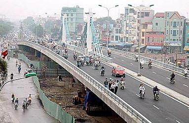 Hà Nội xây dựng cầu vượt cho người đi bộ qua đường Nguyễn Trãi