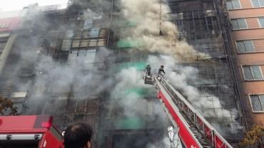 Khẩn trương khắc phục hậu quả vụ cháy ở phố Trần Thái Tông