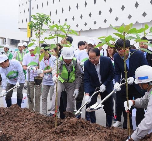 Hơn 1000 người tham gia trồng cây tại Aeon Mall Hà Đông