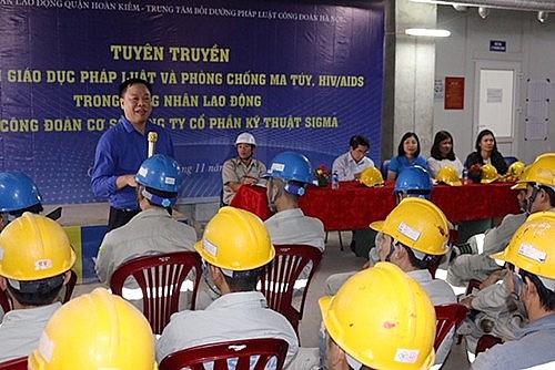 LĐLĐ quận Hoàn Kiếm tuyên truyền về pháp luật lao động và phòng chống ma túy, HIV/AIDS