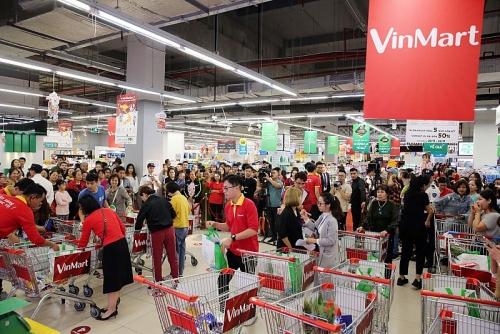 """Khách hàng """"phủ đỏ"""" VinMart, hào hứng tranh tài trong cuộc đua mua sắm"""