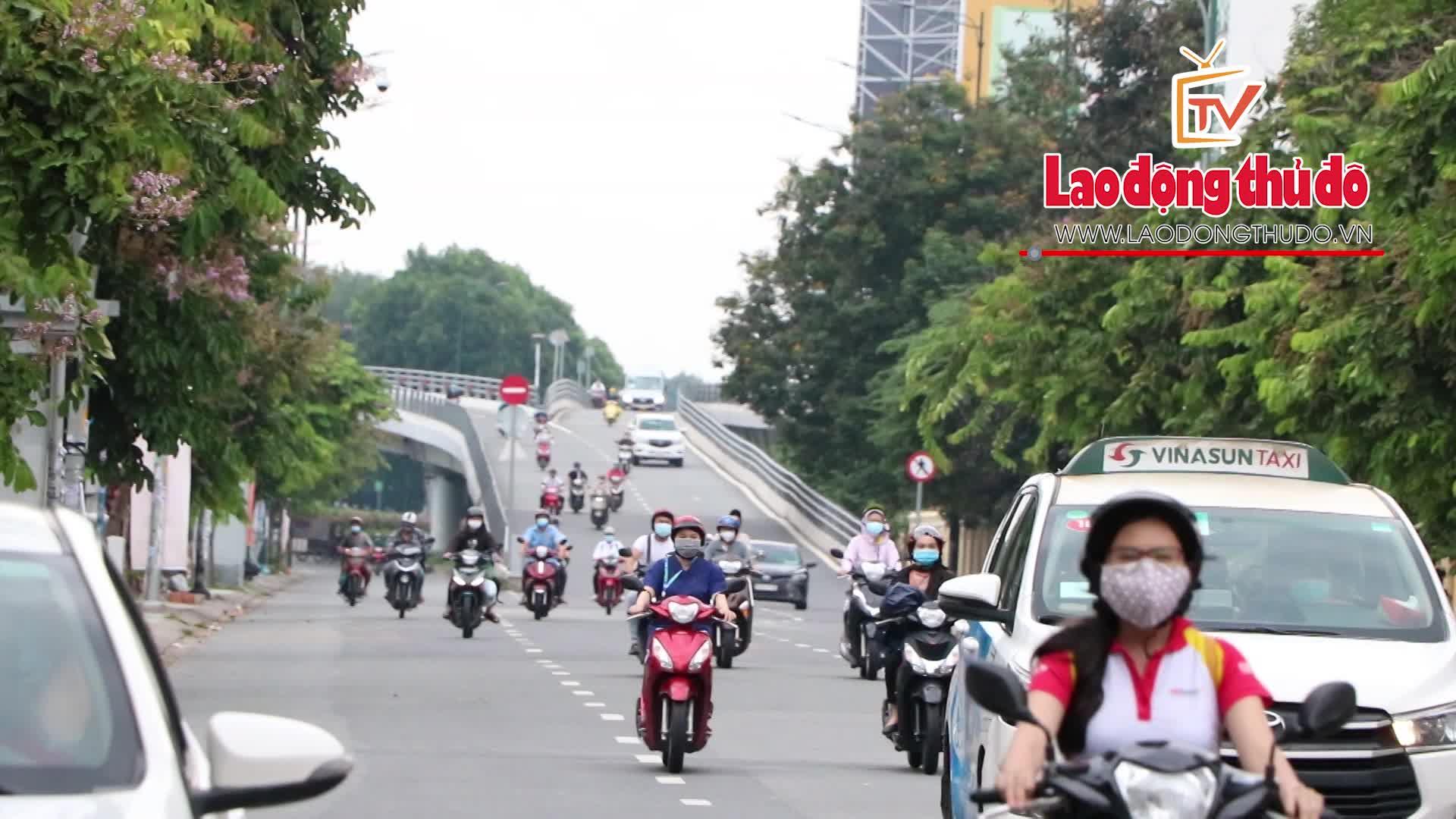 Người dân lại ra đường đông đúc tại thành phố Hồ Chí Minh