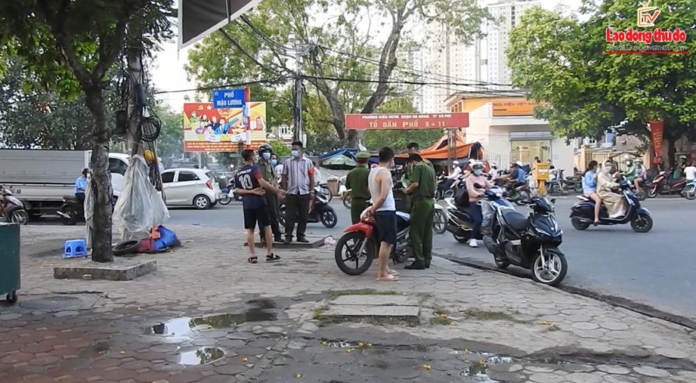 Công an phường Kiến Hưng ra quân xử lý trật tự đô thị, đảm bảo công tác phòng chống dịch