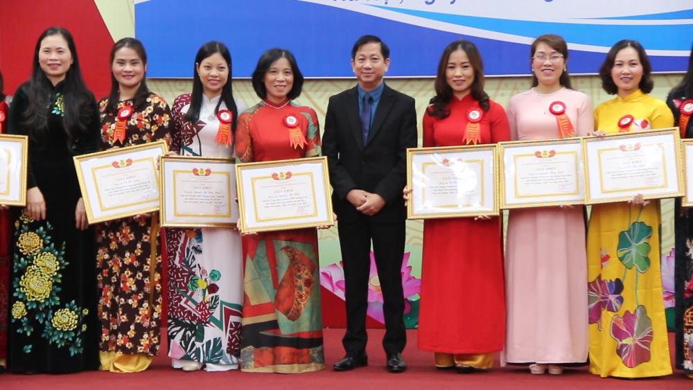 """Đẩy mạnh phong trào thi đua """"Giỏi việc trường, đảm việc nhà"""" trong nữ giáo viên Thủ đô"""