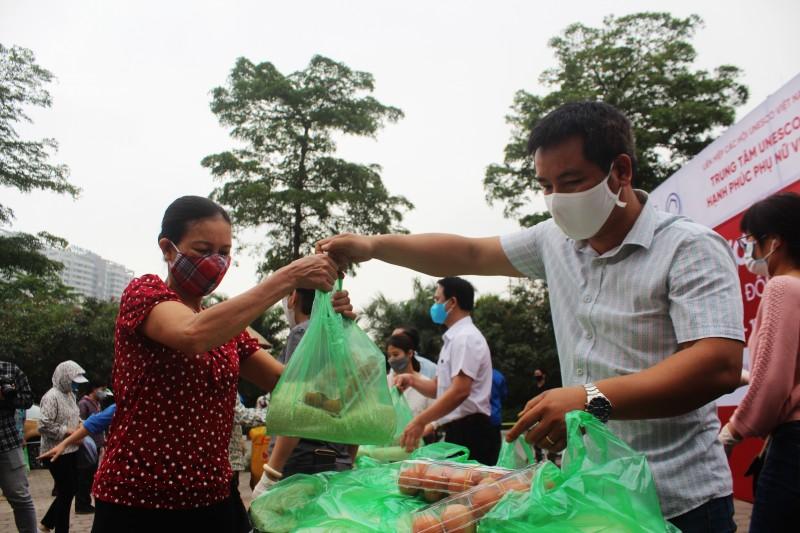 3000 suất quà được tặng cho người dân bị ảnh hưởng bởi dịch Covid-19