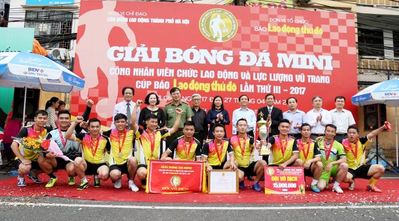 Toàn cảnh lễ bế mạc Giải bóng đá mini Cúp Báo LĐTĐ lần thứ III