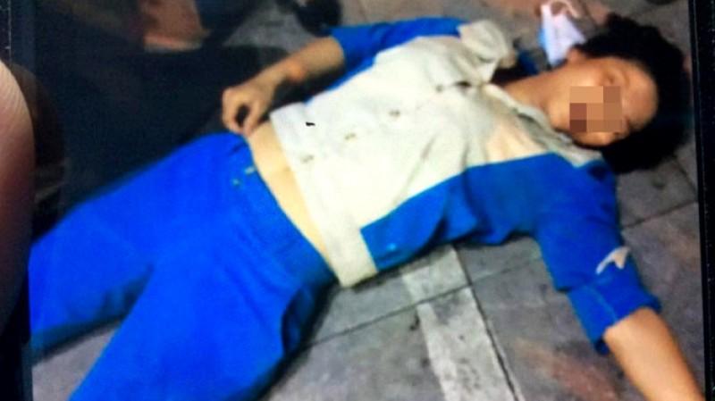 Công nhân dọn vệ sinh bị hành hung đến ngất xỉu