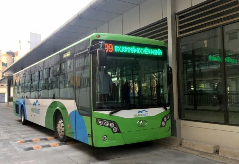 Xe buýt nhanh chạy thử trong bến Kim Mã